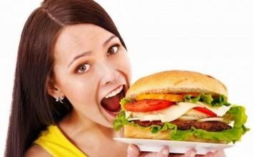 Yemek Yerken Yapılan 11 Yanlış