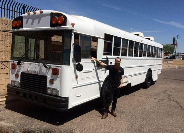 Bu eski otobüsün içini görünce hayran kalacaksınız...