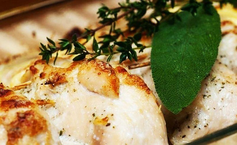 Kayısı ve peynir ile doldurulmuş tavuk göğsü Muhteşem bir lezzet